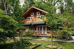 แบบบ้านไม้ มีสวนปลูกผักหน้าบ้าน สำหรับใช้ชีวิตช้าๆ