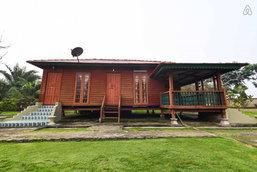 บ้านไม้ยกพื้น ทำระเบียงข้างบ้าน จากมาเลเซีย