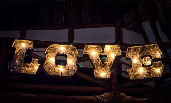 4 ขั้นตอนง่ายๆ ตกแต่งบ้านรับวันวาเลนไทน์ ให้ถูกใจคนรัก