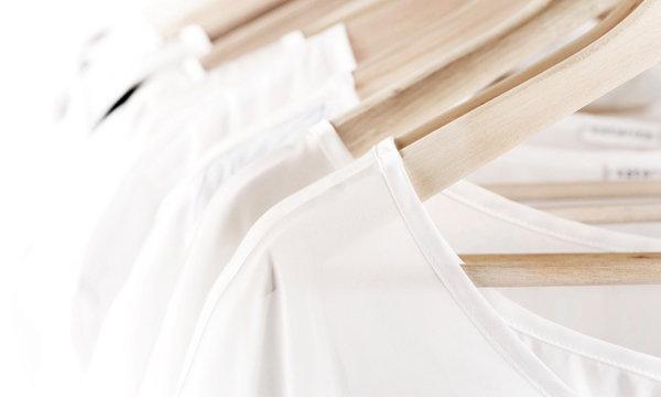 เทคนิคดูแลเสื้อขาวให้ขาวยาวนาน