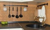 9 วิธีจัดห้องครัวให้เรียบร้อยโดยไม่ต้องพึ่งตู้หลายใบ