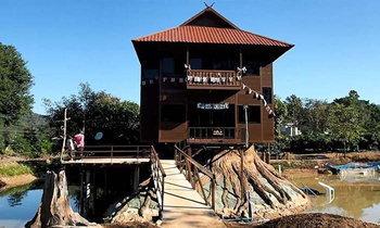 นักท่องเที่ยวแห่ชม 'บ้าน 2 ชั้นหมุนได้ 360 องศา' รองรับแผ่นดินไหวได้ 7 ริกเตอร์