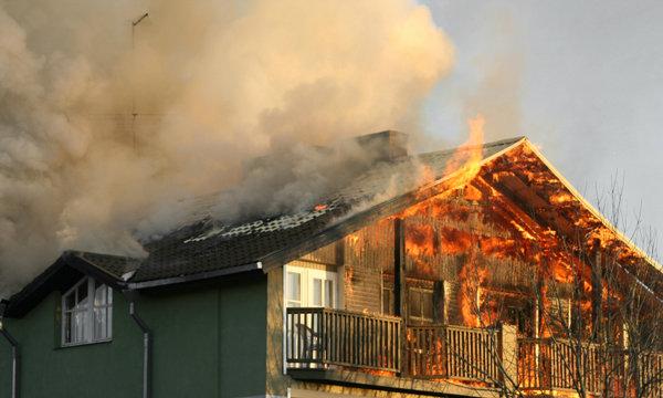 12 ข้อควรระวังที่ควรรู้ไว้ หากเกิดไฟไหม้บ้าน