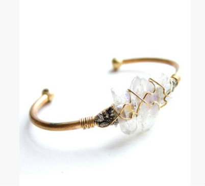 เคลียร์ ควอตซ์ หรือร็อก คริสตัล (Rock Crystal)
