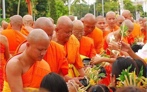 ชวนทำบุญเข้าพรรษา 4 ภาค สืบสานประเพณีไทย 2558