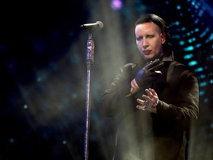 """Marilyn Manson"" บังคับแฟนคลับให้ถอดเสื้อวง Avenged Sevenfold กลางคอนเสิร์ต"