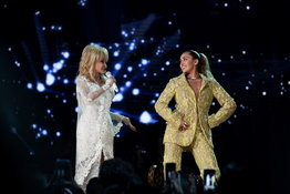 Grammy Awards 2019: Dolly Parton, Miley Cyrus