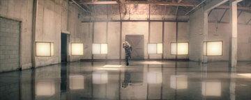 MV เพลง Invincible - Kelly Clarkson