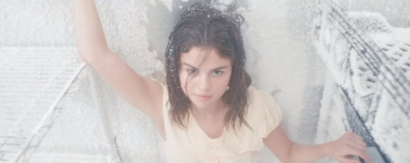 "Selena Gomez แอคติ้งชนะเลิศกับเอ็มวีรักเพี้ยนๆ ""Fetish"""