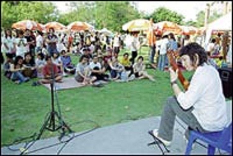 ให้@สวนลุมพินี ดนตรีสร้างสุขทุกวัย