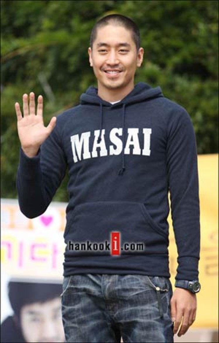 ชมภาพชุด เอริค แห่ง Shinhwa ร่ำลาแฟนๆ ไปรับใช้ชาติทหาร