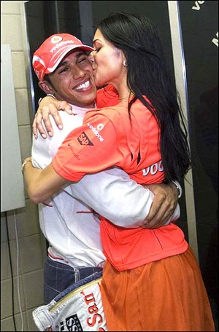 วี้ดวิ้ว!..นิโคล Pussycat Dolls สวีทหวานแฟนหนุ่ม ลูอิส แฮมิลตัน หลังคว้าแชมป์โลก F1 มาครอง!!