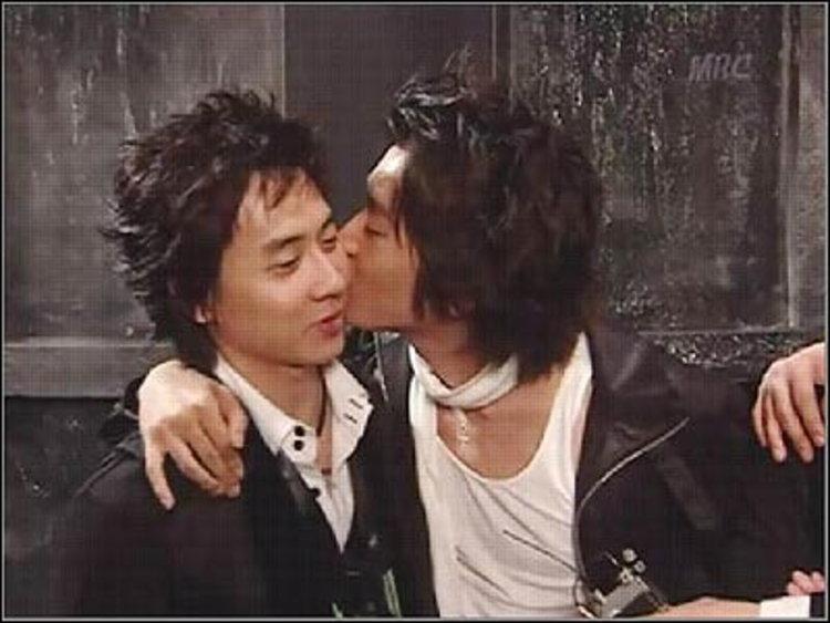 วี้ดว้าย! อีริก ชินฮวา ล็อคคอจูบแก้ม แอนดี้ ขนาดนี้เลยเชียว!