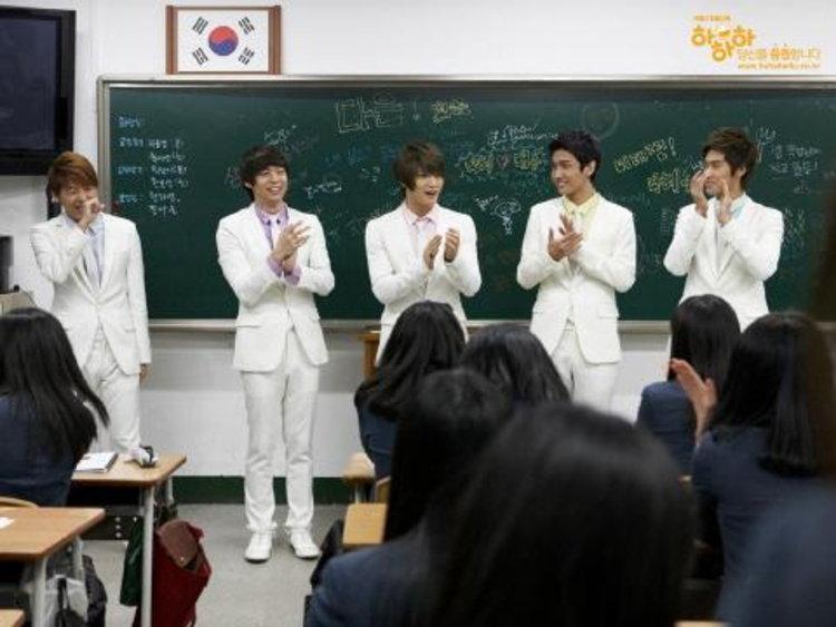ตะลึง!! ดงบังชินกิ เยี่ยมโรงเรียนมัธยมปลายหญิงในกรุงโซล