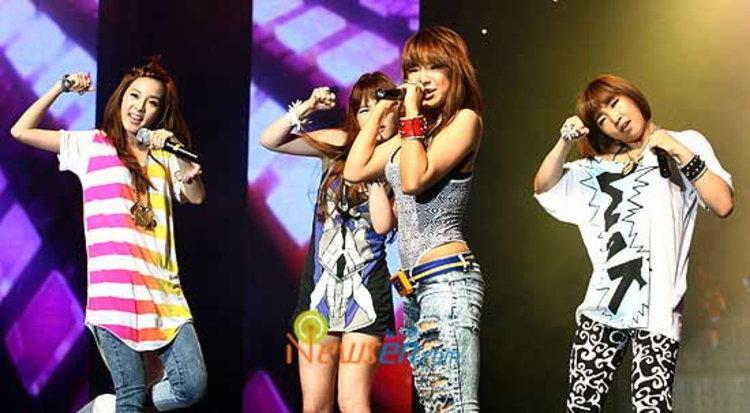 2NE1 ส่ง I Don't Care รับรางวัล ไซเวิลด์มิวสิคอวอร์ด