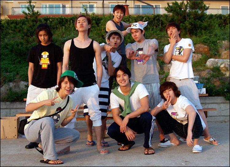 ฮีชอล - ทงเฮ แห่ง Super Junior เผยภาพการหยุดพักผ่อนเที่ยวทะเลอันแสนสบาย