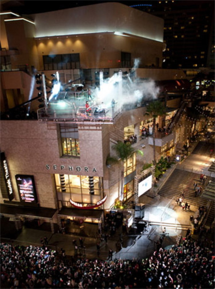 X JAPAN ปิดถนนฮอลลิวู้ดถ่ายทำ 4 เอ็มวี เผย ได้รับเชิญไปร่วมมหกรรมคอนเสิร์ต Lollapalooza