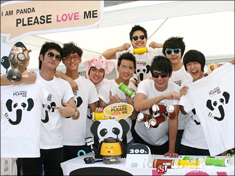 8 หนุ่ม โอไอซี รวมตัวทำดีขายเสื้อเพื่อช้างไทย