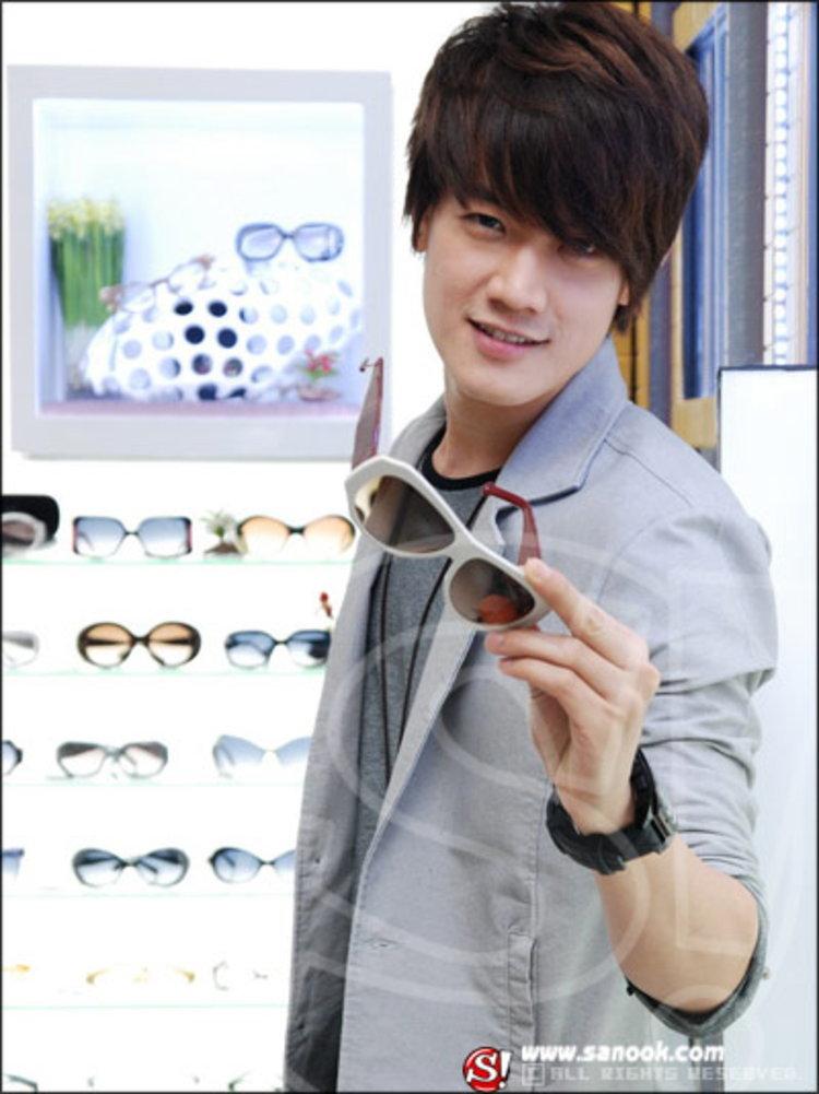 ฟลุค C-QUINT เจอพิษเศรษฐกิจ ร้านแว่นตาขาดทุนยับกว่า 10 ล้าน!!