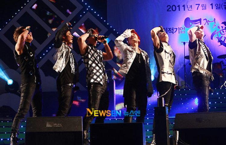2PM ไตเติ้ล Hands Up กำลังถูกตรวจสอบจากกระทรวงฯ ว่าเหมาะกับเยาวชนหรือไม่