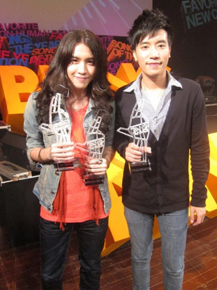 2 หนุ่ม Singular รวบตึง 3 รางวัล ในงาน Bang Awards ครั้งที่ 1