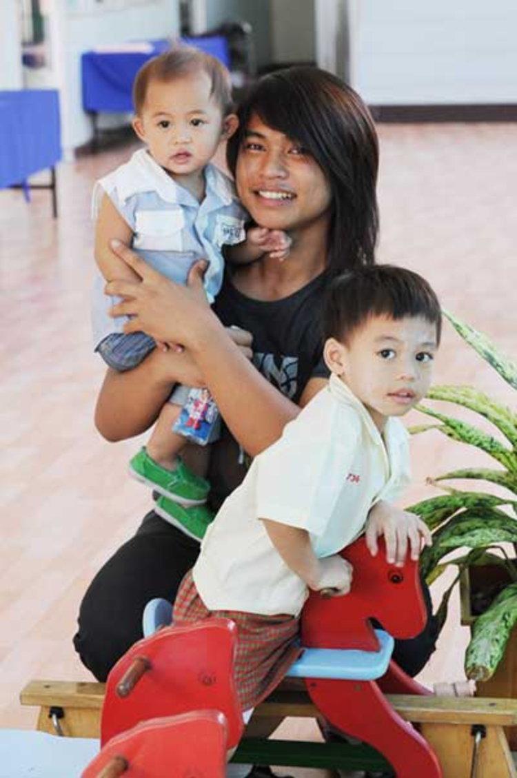 ฟลุค ไอน้ำ เผยการมีครอบครัวทำชีวิตเปลี่ยนตั้งมั่งสร้างอนาคตให้ 2 ลูกชาย