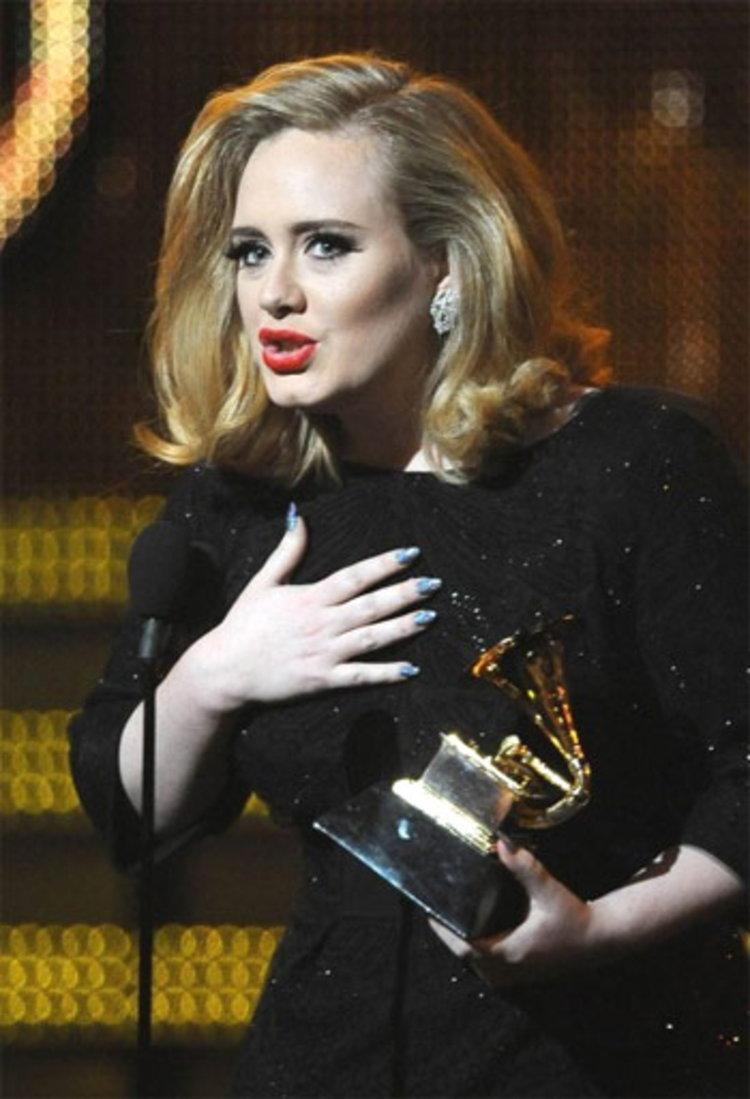 ตามคาดสาวเสียงสวย Adele มาแรง กวาดรางวัลใหญ่เพียบ!!