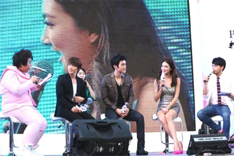 2 หนุ่มฮอต ชอย ชีวอน และ ลี ทงแฮ บินลัดฟ้ามาไทย ฉลองวาเลนไทน์