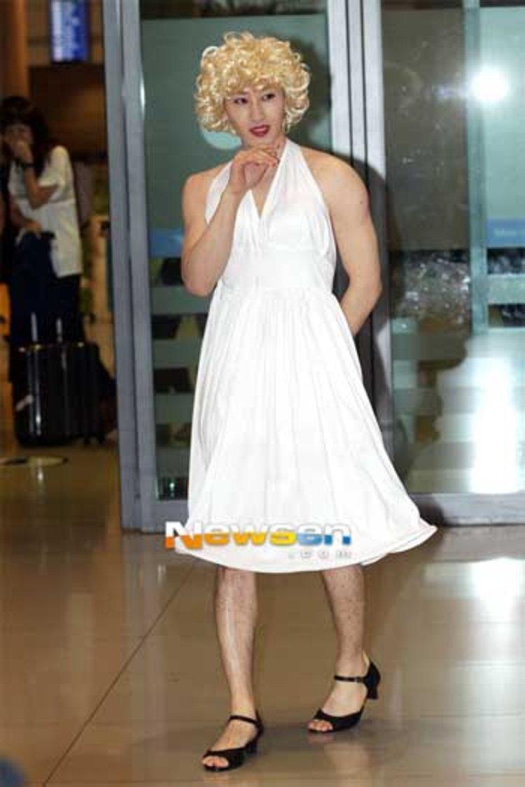 อึนฮยอก SJ เซอร์ไพรส์แปลงโฉม Marilyn Monroe อวดแฟชั่นสนามบินอินชอน
