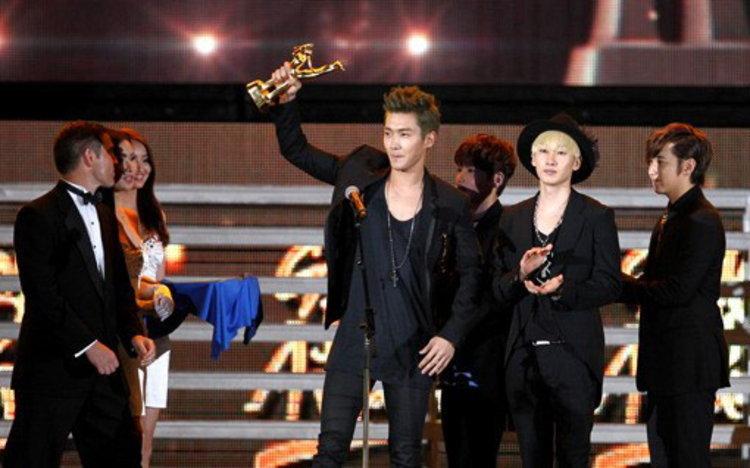 ซุปเปอร์จูเนียร์ โกย 3 รางวัล ในงาน Golden Disk Awards