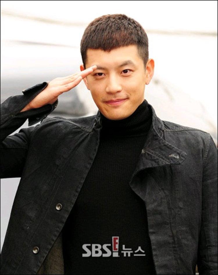 Se7en หมดสัญญากับต้นสังกัด YG ชาวเน็ตจับตาต่อสัญญาหรือไม่