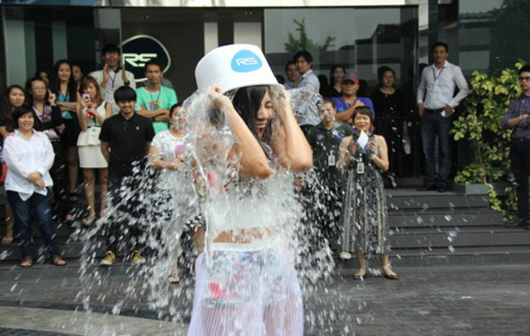 ใบเตย รับคำท้า Ice Bucket Challenge ท้าต่อ! หญิงลี