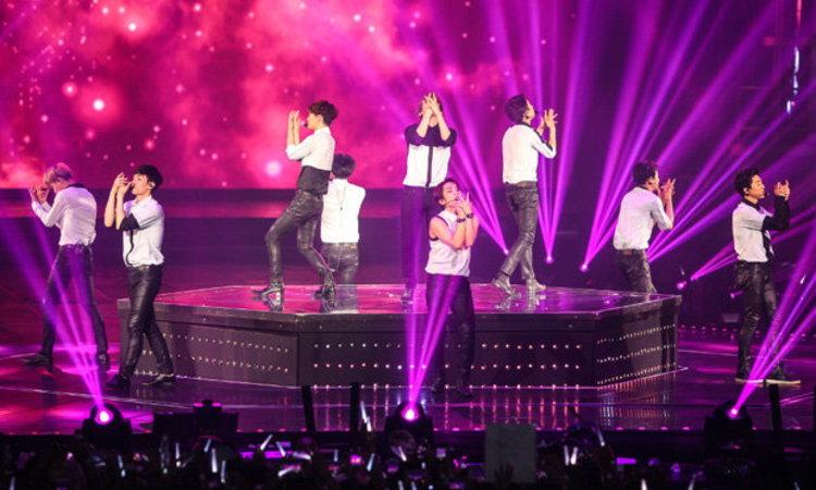EXO(เอ็กซ์โซ) ร้อนแรงบอยแบนด์เกาหลีแห่งยุค คอนเสิร์ตสุดประทับใจ