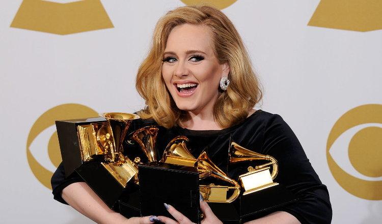 """ส่องประวัติของ """"Adele"""" ศิลปินผู้เกิดมาพิฆาตสถิติวงการเพลงโลก!"""