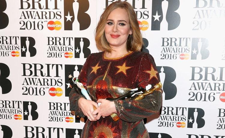 Adele คว้า 4 รางวัลรวดในงาน BRIT AWARDS 2016