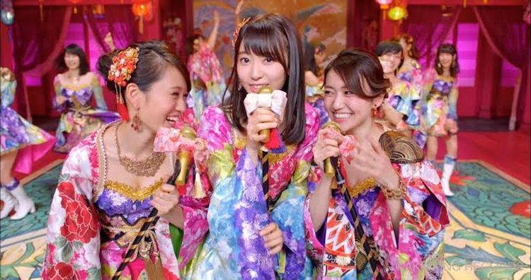 สาวๆ AKB 48 กับซิงเกิ้ลครบรอบ 10 ปี ที่มีเอ็มวีแนวฮาเร็มขุนนางญี่ปุ่น!