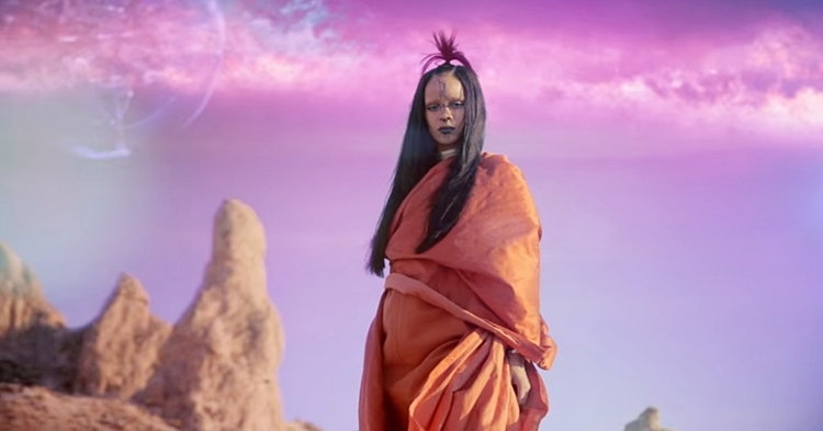 "Rihanna องค์ลงเต็มร่างในเอ็มวี ""Sledgehammer"" ประกอบหนัง Star Trek Beyond"