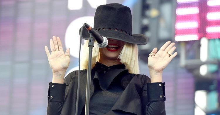 """จุดเปลี่ยนชีวิตของ """"Sia"""" สุดยอดนักร้องนักแต่งเพลงแห่งทศวรรษ"""