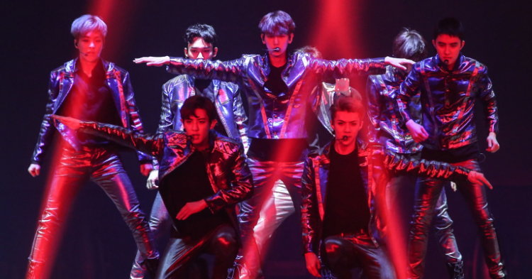 EXO ระเบิดความสนุกแบบจัดเต็ม คอนเสิร์ตร้อนแรงแห่งปี  EXO PLANET #3