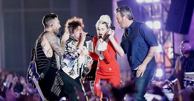 "Miley Cyrus, Adam Levine, Alicia Keys และ Blake Shelton คัฟเวอร์ ""Dream On"" ของ Aerosmith"