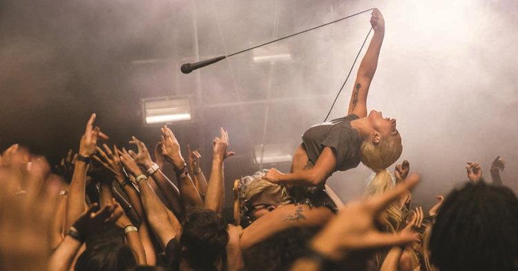 "Lady Gaga ปล่อยลูกบ้าสุดพลังในเอ็มวี ""Perfect Illusion"""