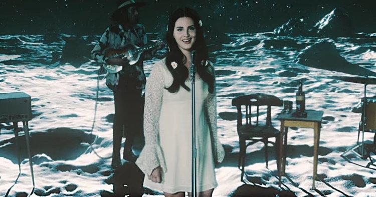 "Lana Del Rey อินเลิฟท่ามกลางหมู่ดาวในเอ็มวี ""Love"""