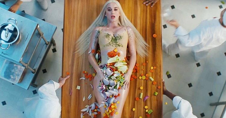 """Katy Perry เซ็กซี่หวือหวากับเมนูจานเด็ดในเอ็มวี """"Bon Appétit"""""""