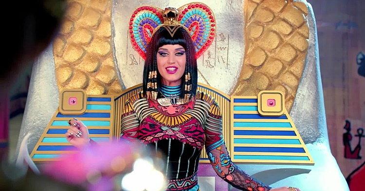 Katy Perry กับ 10 ชุดสุดแนวในมิวสิควิดีโอ