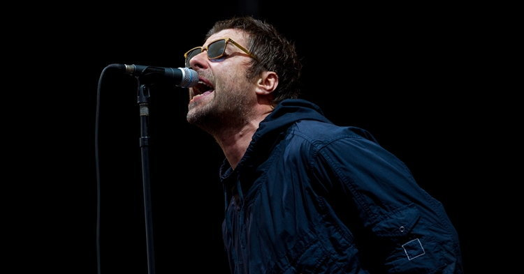 """""""Liam Gallagher"""" ทวีตเนื้อเพลง """"Stop Crying Your Heart Out"""" ของ Oasis ให้กำลังใจทีมหมูป่า"""