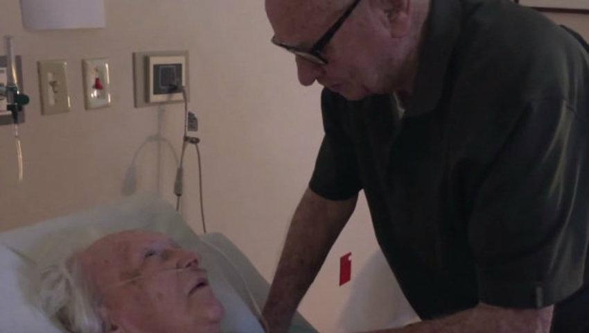 สุดซาบซึ้ง เมื่อคุณตาวัย 92 ร้องเพลงรักให้ภรรยาที่รักกันมา 73 ปีเป็นครั้งสุดท้าย