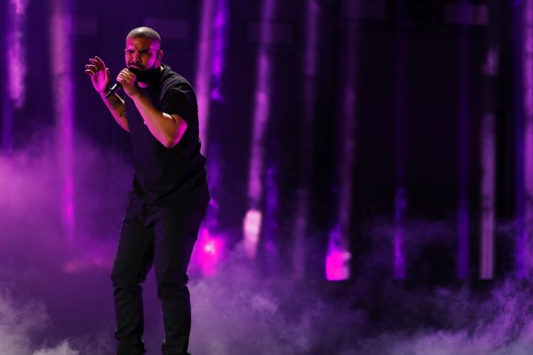 """เมื่อไมโครโฟนของ """"Drake"""" บนเวที Grammy Awards 2019 ถูกตัดเสียง แต่งานนี้อาจไม่มีดราม่า!"""