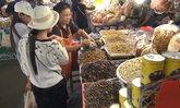 เมนูเด็ด คนชอบกินเเมลง ! 'ตัวอ่อนจักจั่นทอด' ราคากระฉูด กก.ละ 3,500 บาท