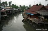 บ้านริมน้ำ ในบรรยากาศไทยๆ