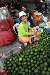 แม่ค้าในตลาดเมืองวุงเตา เวียตนาม